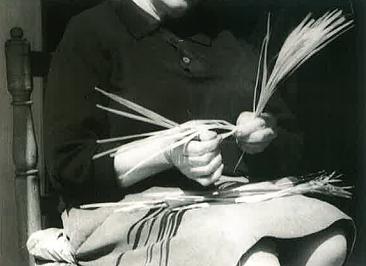 Una dona embrina les palmes, 1974.