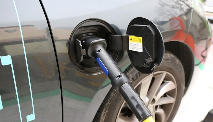 El Ayuntamiento recibe una subvención para habilitar un punto de recarga de vehículos eléctricos