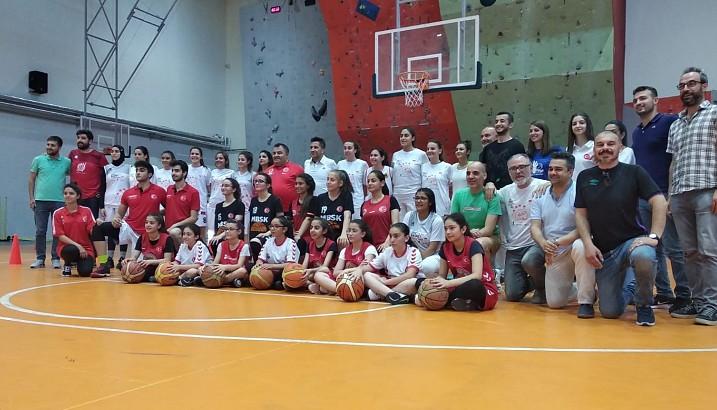 Espectacular acogida a Malatya (Turquía) del EPIC Bàsket Pedreguer
