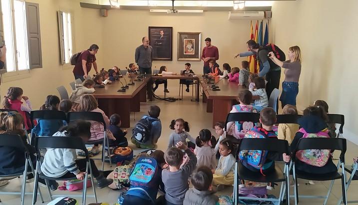 Alumnes del CEIP L'Alfàs de Pedreguer visiten el seu Ajuntament
