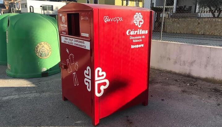 Pedreguer pone a disposición de la ciudadanía dos contenedores de recogida de ropa de Cáritas