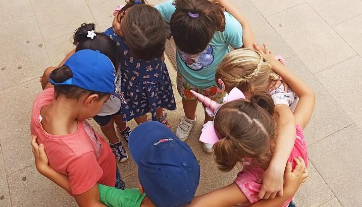 En agosto niños y niñas de Pedreguer siguen disfrutando en la escuela educativa de verano